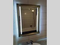 Зеркало в раме с усиленной подсветкой