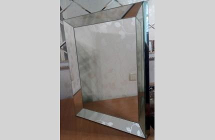 Стильное зеркало в зеркальной раме