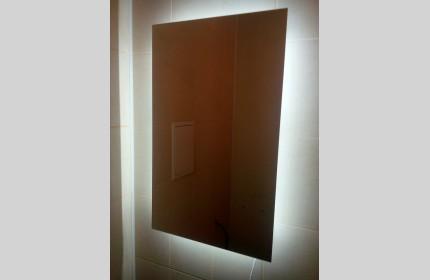 Зеркало со встроенной LED подсветкой
