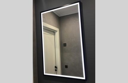 Зеркало в черной раме с подсветкой